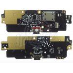 Abbildung zeigt Armor 6 USB Ladeanschluß Stecker auf Subboard mit Mikrofon